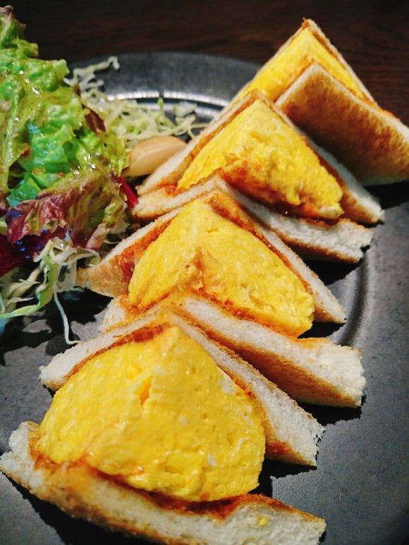 大迫力!厚焼き過ぎる玉子サンドのモーニングが食べられる素敵カフェ