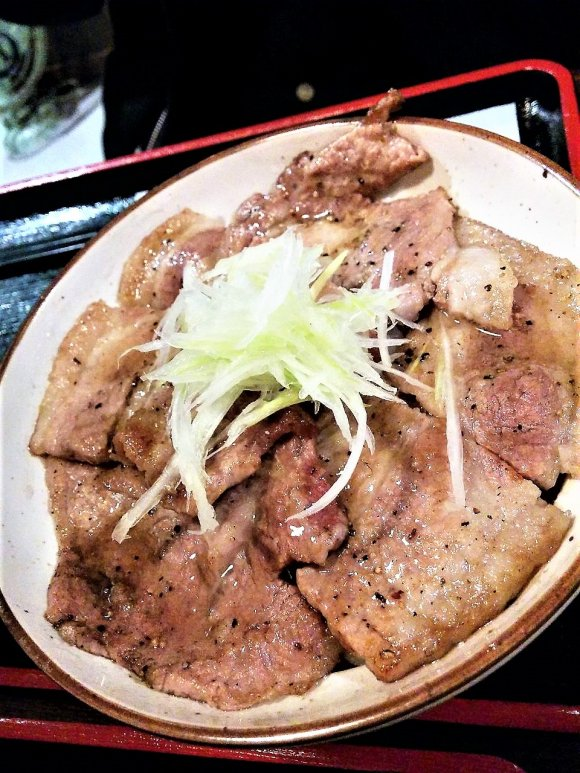 帯広のソウルフード!希少なブランド肉の豚丼ランチが気軽に楽しめる店