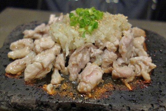 神田駅チカ!一度で2つの食感が楽しめるねぎ塩溶岩焼きは必食