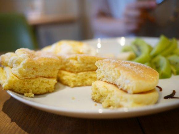下町で常夏気分が味わえる!メレンゲたっぷり・夏のふわしゅわパンケーキ