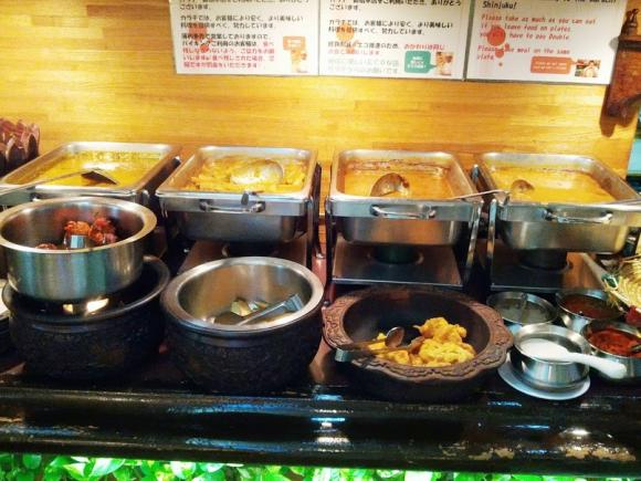 特色それぞれ!新宿で美味しいカレーランチが食べられる3店