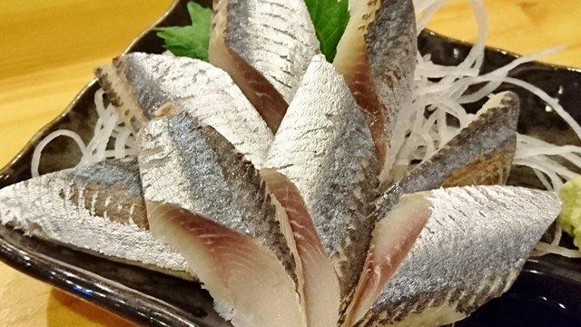 刺身のエッジが鮮度の証!海鮮モノが旨い、大阪で人気上昇中の立ち飲み屋