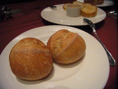 自家製パンで料理が更に美味しく。隠れ家的名店で味わう旬の味