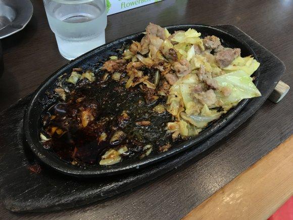 これぞ福岡のがっつり男メシ!びっくり亭の鉄板焼肉は20年通い続ける味