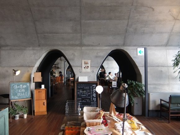 【秋葉原】ガード下の素敵なお洒落カフェで美味しいパフェを