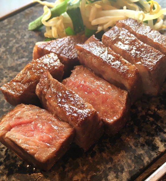 松阪牛専門店で黒毛和牛ステーキ!地上200mの絶景ランチは千円から
