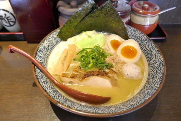 スープから具まで完璧!水道橋駅チカで味わう鶏の旨味たっぷりのラーメン