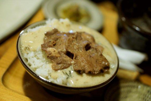 最強の贅沢!牛タンと自然薯とろろご飯の融合が素晴らしい老舗