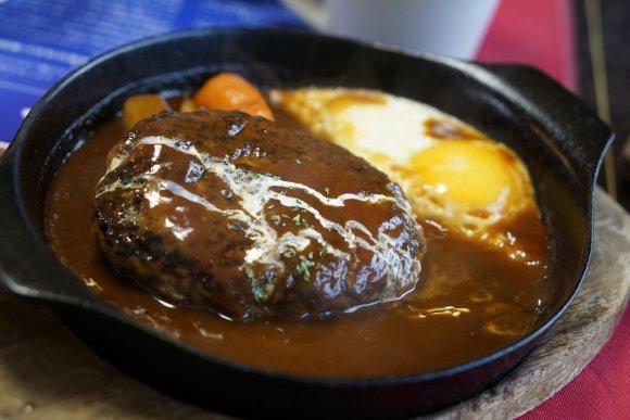 遠くても食べに行きたい!熱々鉄板で味わう元祖レモンステーキ
