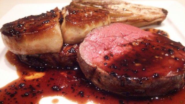 最高の肉料理と「グラスなみなみシャンパン」を京橋超駅チカで