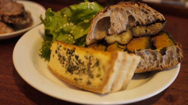 パン好きにお勧め!カスタム自在なサンドに旬を感じるキッシュ