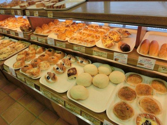 創業は明治38年!種類が豊富でリーズナブルな使い勝手のいいパン屋さん