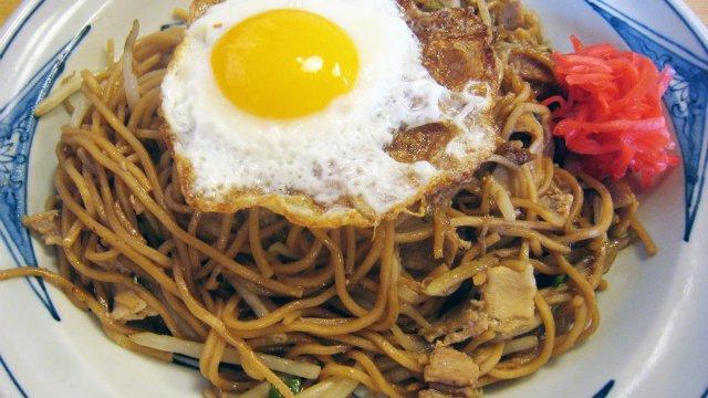 【宮城・石巻エリア】茶色い麺が美味い!ご当地焼きそばが味わえる5店
