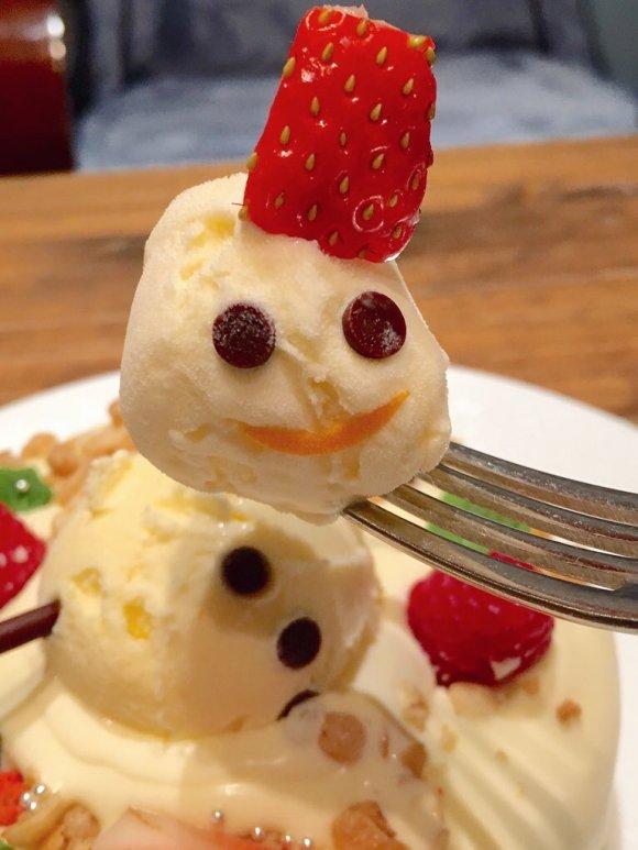 雪だるまが激カワ!クリームチーズソースのXmasパンケーキ