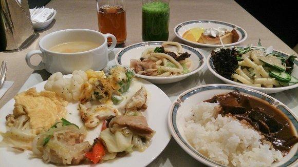 東京の激安食べ放題11選!ランチバイキングや2000円食べ飲み放題も
