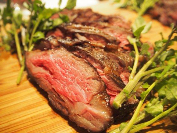 リバーサイドで肉三昧!10種のシュラスコBBQが楽しめるビアガーデン