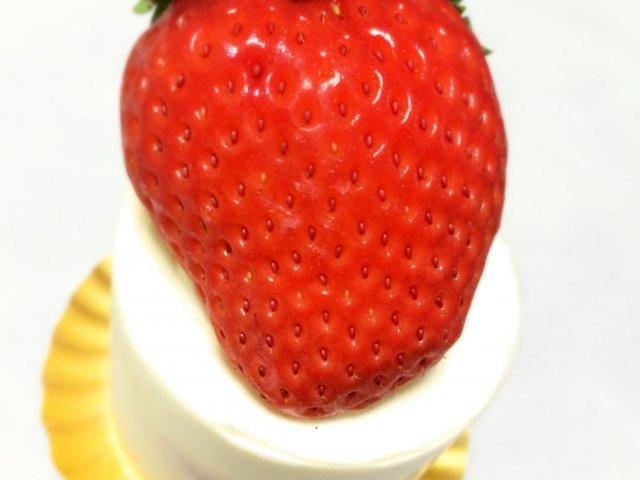 ケーキより大きな苺!目白のご褒美ショートケーキが凄い