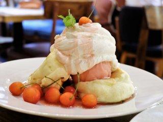 さくらんぼ・レアチーズの2種が登場!ほわんほわん食感の限定パンケーキ