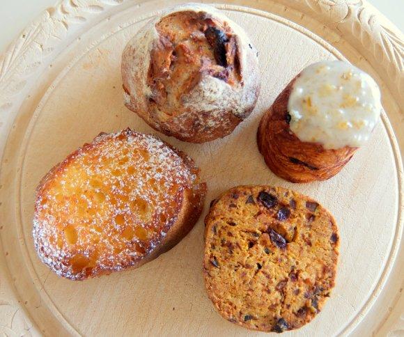 【春日】毎朝食べたくなる極上の食パンと逸品バジルバケット
