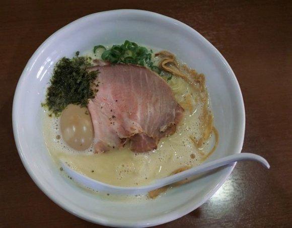隣の県からもラーメン好きが集まる味!濃厚スープが旨い「鶏白湯専門店」