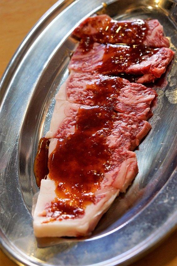 ご飯のおかわりが止まらない!どの肉もすこぶる旨い昼も夜もお得な焼肉店