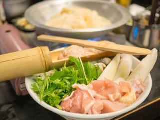 生ビールは199円、焼酎ナカは注ぎ放題!鶏料理が豊富な安うま酒場
