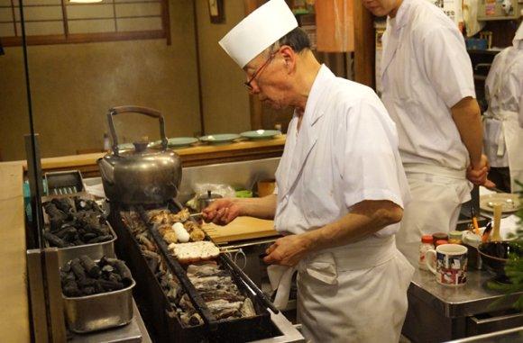 酒場好きなら一度は行きたい!昭和から続く銀座の「焼鳥」の老舗3軒