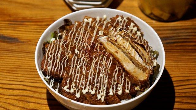 今年一番の大ヒット!肉厚カツがすこぶる美味いソースカツ丼専門店