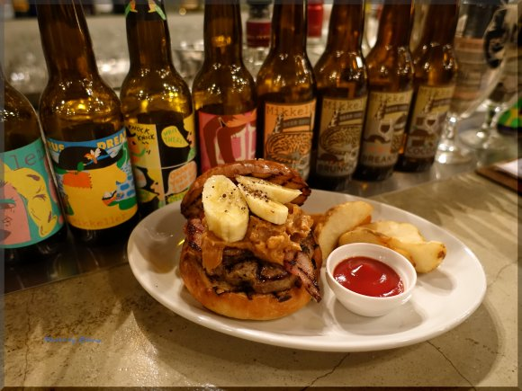 あのロカビリーの神が愛した味!ピーナッツバターとバナナのハンバーガー