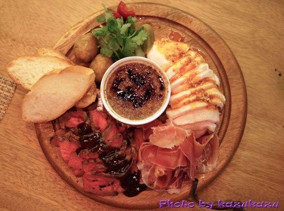 肉食系必見の「肉盛り」は今月末まで!牛も豚も鶏も味わえる限定メニュー
