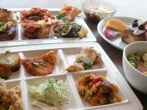 平日ランチは1399円!50種類の料理が揃う圧巻のブッフェ