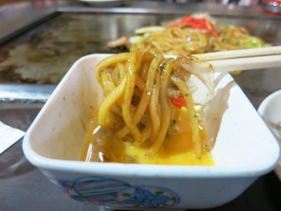 大阪焼きそばの人気店を厳選!地元で愛されるモチモチ麺×生卵が旨い4軒