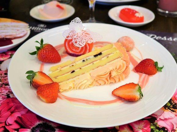 新春スタートにふさわしい!昼飲みもできる、いちごのデザートビュッフェ