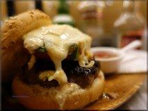 ハンバーガーだけじゃない!ビア缶チキンも美味いクラフトビアダイナー
