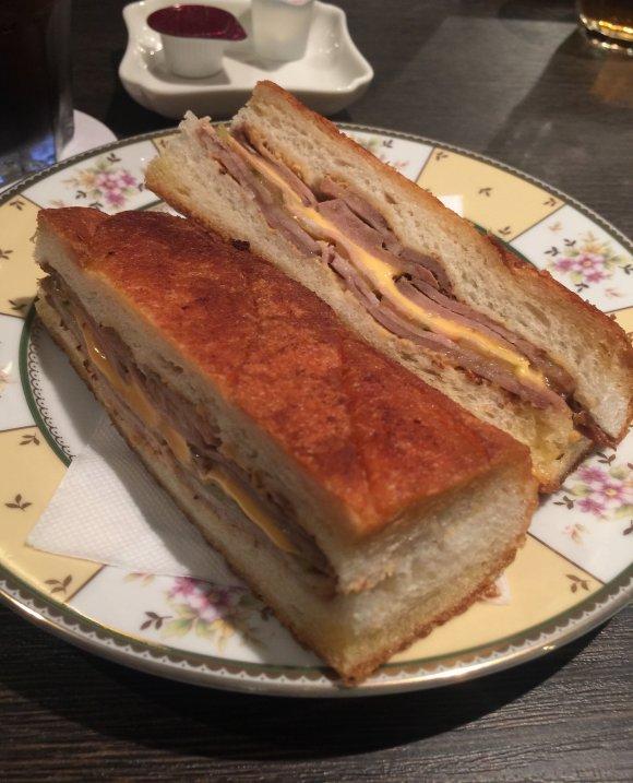 パン屋さん以外の飲食店が手掛ける!絶品おすすめパン7選
