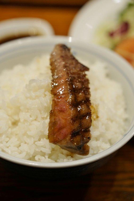 行列嫌いな福岡人も並ぶ!ご飯に合うおかずが揃う人気洋食屋