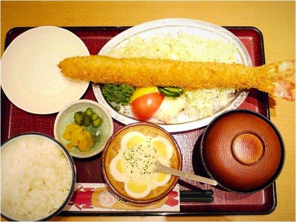 長さ日本一!?名古屋駅前で35センチの海老フライを喰らう