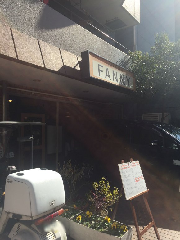 おかずたっぷりのお弁当が大人気!近隣の会社員が集う昔ながらの喫茶店