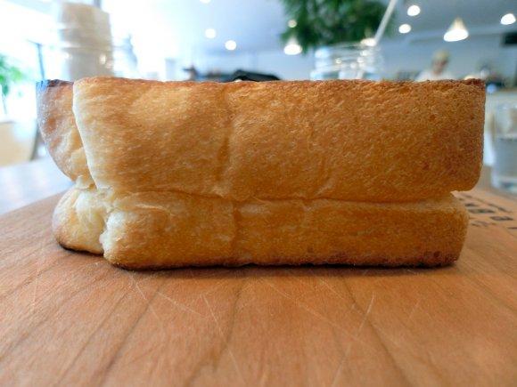 ほんのり甘いもっちり食感が最高!あの関西人気食パン専門店が関東初上陸