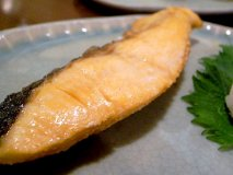 鮭と酒がうまい鮭専門店!おつまみから定食まで鮭づくしの『しゃけ小島』