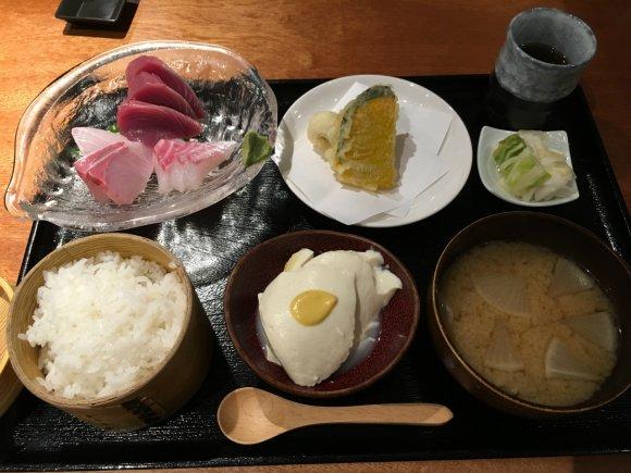 【魚感うえさき】かまど炊きごはんと新鮮な魚介類が絶品すぎる定食ランチ