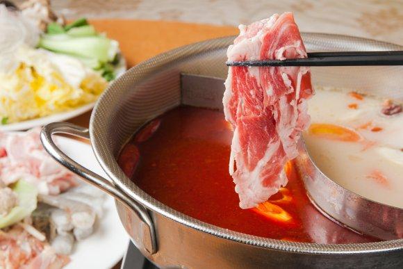 渋谷で驚きのコスパ!2500円で火鍋と100種できたて中華が食べ放題