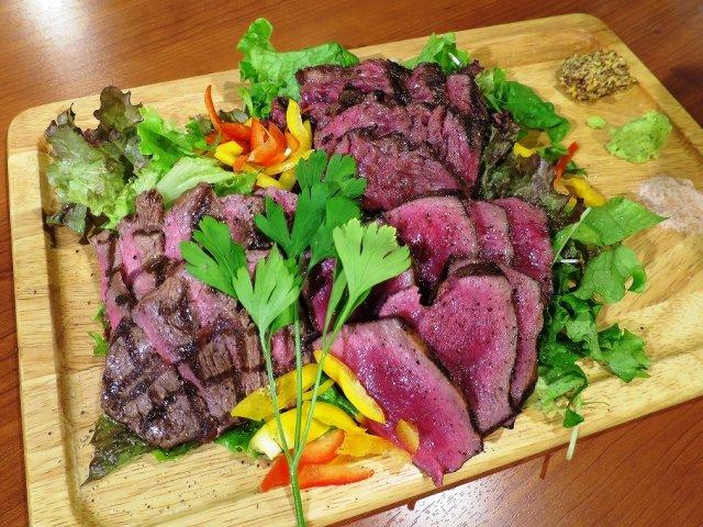 【肉十八番屋】昼呑み歓迎!肉汁溢れる「炭焼塊肉」がお得な肉系居酒屋
