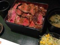梅田でひとりごはんにオススメの5軒!ステーキ重などお一人様も安心な店