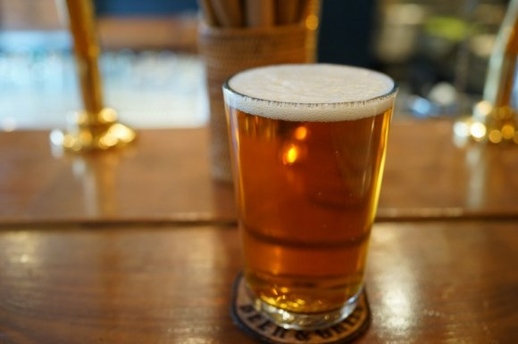 ジューシーな炭火焼とビールが相性抜群!名店が集まる小田急沿線の優良店