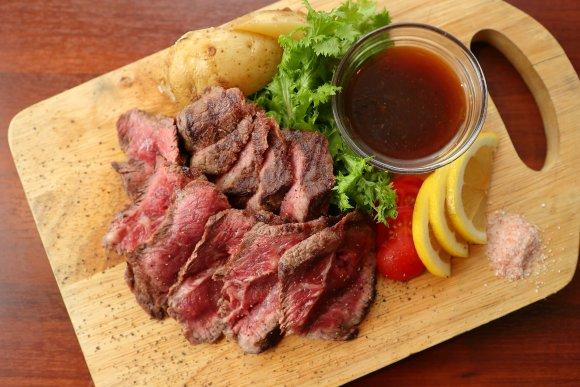 全国の厳選日本酒が240円から!肉&魚料理が絶品な新感覚オシャレバル