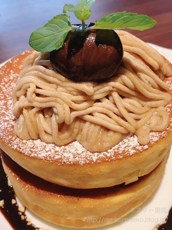 毎年待ちわびるファンも!星乃珈琲店のふわふわ「栗のスフレパンケーキ」