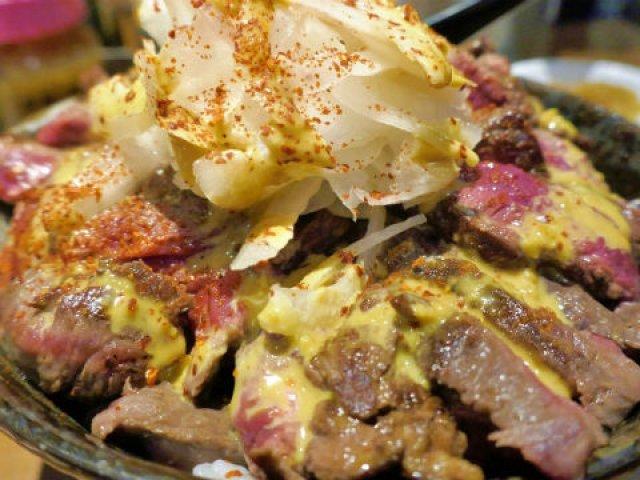 馬肉がドーンと300g!アキバでしか味わえない「旨馬丼」がウマすぎる