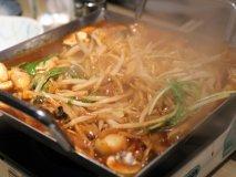 濃厚な味にご飯もお酒も止まらない!味噌ホルモン、ピリ辛ちりとり鍋も!