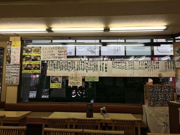 新宿で啜る母の味!昭和の薫り漂う大衆食堂で懐かしの豚汁を